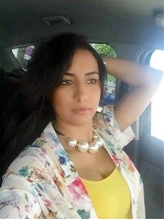 Mounira, maghrébine